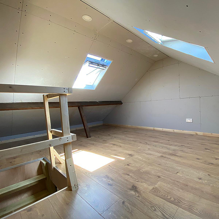 Storage room with velux windows and balustrade around a hatch